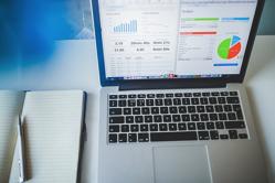 analytics-laptop-pixa